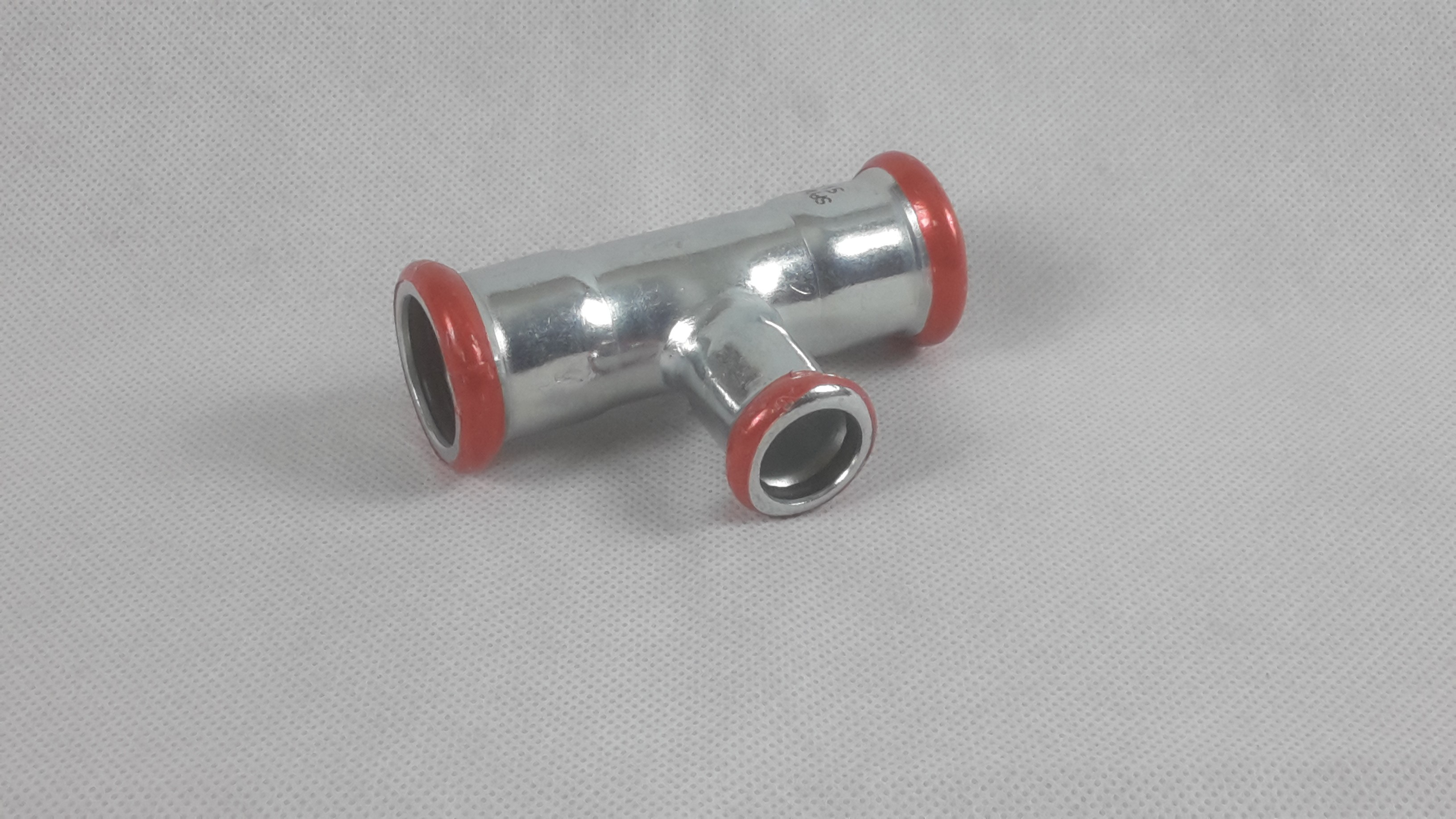 Pressfitting C-Stahl T-Stk reduziert